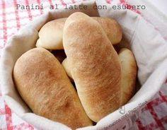 Panini al latte con esubero di pasta madre, soffici panini preparati con esubero di pasta madre solida, perfetti per essere imbottiti.