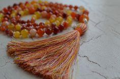 Mala Liebe Kette Diese Kette kann individuell bei uns bestellt werden! Tassel Necklace, Beads, Jewelry, Pearls, Necklaces, Love, Schmuck, Beading, Jewlery