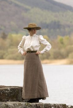 Anne of Green Gable-ish - If someone would make clothes like this, they could make a fortune. I love modest dresses !