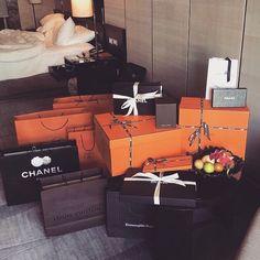 Image about luxury in Life Goals 💯 by yung🧚🏼♀️ Boujee Lifestyle, Luxury Lifestyle Fashion, Sacs Design, Luxe Life, Luxury Shop, Rich Girl, Luxury Beauty, Luxury Gifts, Luxury Living