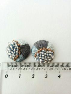 ice blue & gray 刺繍 ピアス /イヤリング