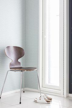 Via Lisbet e. | Arne Jacobsen Ant Chair and Wallpaper | Nordic