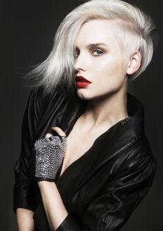 Coupe de cheveux pour femme de type provocateur