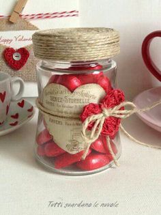 Steal all the attention and wow your friends and colleagues with easy DIY Valentine's Day décor for the party. Mason Jar Crafts, Bottle Crafts, Mason Jars, Valentines Day Decorations, Valentine Day Crafts, Creation Deco, Decorated Jars, Saint Valentine, Jar Gifts