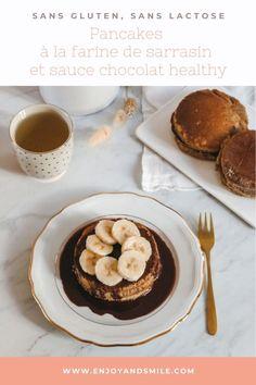 Impossible de résister à ces pancakes sans gluten arrosés d'une délicieuse sauce au chocolat healthy. De quoi se faire plaisir sans culpabiliser !