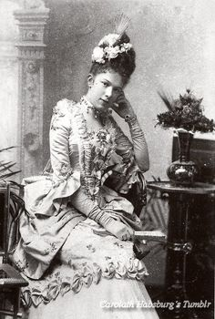 Another Habsburg in costume. Kaiserin Sissi´s youngest daughter, Archduchess Marie Valerie in a Rococco´s costume. 1888