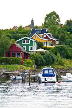 I was awestruck and mesmerised by the bright colourful paints used on the wooden houses in Norway. Much more adventurous than Australia. This is apparently from the Oslo Islands.