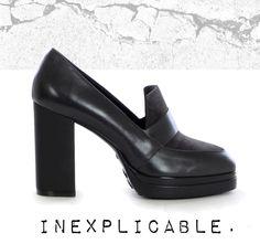 Mocassino in pelle, inserti in camoscio, tacco rivestito in gomma h 10,5 cm, plateau h 20 mm, suola in gomma. Bellezza d'impatto. http://bit.ly/1GVK73c #scarpe#shoes#IloveOnlineShopping