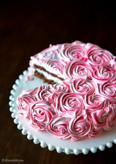 Beautiful rose cake by kinuskikissa Rose Cake, Meringue, Beautiful Roses, Food Art, Icing, Treats, Sweet, Desserts, Sweet Like Candy