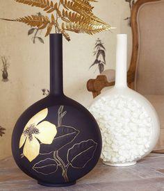 A la hora de comprar un jarrón para colocar en el salón de casa, has de  tener en cuenta dónde lo vas a ubicar, qué colores predominan en la  estancia y si ...