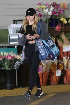 chloe-grace-moretz-at-whole-foods-in-beverly-hills-3-23-2016-4
