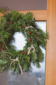 Přírodní adventní věnec na dveře / Naural Xmass advent wreath Christmas Wreaths, Christmas Decorations, Holiday Decor, Winter Season, Diy And Crafts, Seasons, Garden, Home Decor, Winter Time