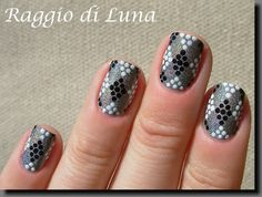 Raggio di Luna Nails: Black and white dots rhombuses on holo grey