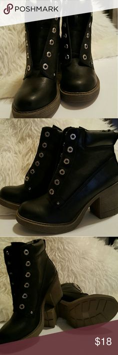Fashionable women's black boots Women's black boots perfect for the rest of the winter season. They come with black laces Shoes Heeled Boots