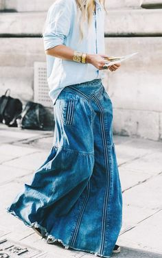 Editorial Eclectic summer street style is what the NYC fashion girls are wearing Nyc Fashion, Denim Fashion, Boho Fashion, Girl Fashion, Fashion Outfits, Modest Fashion, Trendy Fashion, Fashion Tips, Estilo Jeans