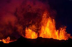 Wulkan, Krater, Erupcja