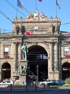 Zurich Hauptbahnhof    http://www.fastbikeparts.ch/288-hersteller-velo-bike-shop