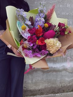 #exotic #flowers #anthurium #phalaenopsis #banksia #bucheteflori #floweraesthetic Flower Aesthetic, Exotic Flowers, Magnolia, Floral Wreath, Wreaths, Table Decorations, Home Decor, Beauty, Floral Crown