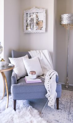 Tips on how to style a cozy corner in your home. Inspiration for home decor and interior design! Tips on how to style a cozy corner in your home. Inspiration for home decor and interior design! Living Pequeños, Cozy Living Rooms, My Living Room, Living Room Interior, Home Decor Bedroom, Living Room Decor, Bedroom Ideas, Cozy Reading Corners, Cozy Corner