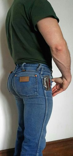 Tight Wranglers and Hot Country Boys: Photo Tight Jeans Men, Sexy Jeans, Wrangler Jeans, Hombres Gay Sexy, Black Muscle Men, Hot Country Boys, Sexy Gay Men, Hunks Men, Poses For Men