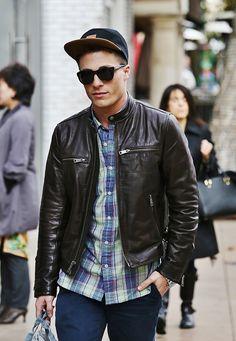 Menswear street style / casual black leather jacket