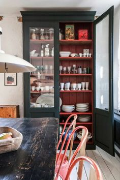 love the size and Kitchen cabinet and look of a built-in/custom-made kitchen display cabinet