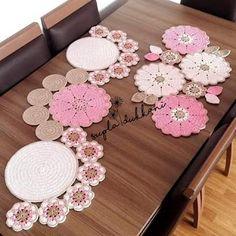 Crochet Table Topper, Crochet Table Mat, Crochet Table Runner Pattern, Crochet Flower Patterns, Crochet Tablecloth, Crochet Designs, Crochet Flowers, Filet Crochet, Crochet Motif