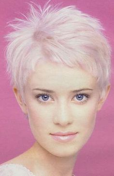 Short blonde hairstyles pictures. No. 194 from the last section.