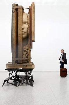 Mark Manders op de Biënnale: een echte, stoere kunstenaarstentoonstelling - Buitenland - VK