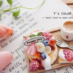 * 2016.12.14 * ❤️いいねフォロー いつもありがとうございます(〃▽〃) ・ ・ picは過去制作品のパンケーキ ・ ・ #フェイクスイーツ#fakesweets#ミニチュア#miniature#ミニチュアスイーツ#miniaturesweets#パンケーキ#樹脂粘土#clay#ys_color#苺#strawberry#ハンドメイド#handmade#ドールハウス#雑貨#カフェオレ