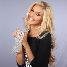 Pageant Paperwork Tips You Must Know Soft Blonde Hair, Blonde Beauty, Pageant Makeup, Beauty Pageant, Most Beautiful Faces, Beautiful Smile, Pageant Photography, Pagent Hair, Pageant Tips