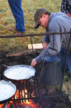 You gotta feed the crew on a cattle drive as big as this.  Camp-style biscuits and gravy stick to your ribs!