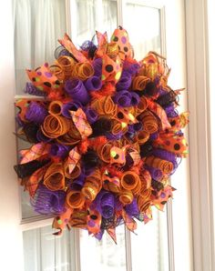 decomesh wreaths , I want to make something like this in different colors for New Years Mesh Ribbon Wreaths, Fall Mesh Wreaths, Halloween Mesh Wreaths, Fall Deco Mesh, Christmas Mesh Wreaths, Halloween Crafts, Burlap Wreaths, Diy Wreath, Wreath Making