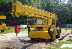 Grove Construction Equipments http://www.constructionequipmentbay.com/browse-all-equipment-model.php?ID=GROVE