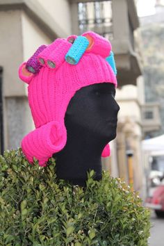 urban knitting via Mantegazza No, I don't know how to knit, but goodness. Wouldn't our daughter just love to wear this hat out in public? My quirky little girl would love the attention it would get her. Knit Art, Crochet Art, Yarn Bombing, Guerilla Knitting, Urbane Kunst, Textiles, Knitting Yarn, Illustrations, Bunt