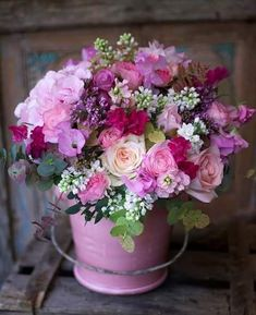Sending that exceptional person an excellent bouquet of flowers is an excellent method to let them know that you're thinking of them. Beautiful Flower Arrangements, Fresh Flowers, Spring Flowers, Flowers Garden, Planting Flowers, Floral Arrangements, Beautiful Flowers, Purple Flowers, Pink Roses