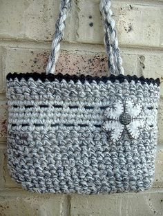 Variation of the 'Easy Peasy Crochet Bag' pattern with links to the pattern and a lining tutorial.