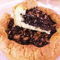 Torta nera, specialità di pasta frolla con ripieno di mandorle, cacao e caffè