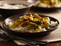 Curry Chicken - Indian-style dinner in 25 minutes! Check out this classic chicken and rice curry dish made using Progresso™ Recipe Starters™ creamy roasted garlic with chicken stock cooking sauce.
