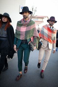 Are Wearing: Pitti Uomo On the street in Florence during Pitti Uomo. I can appreciate this. Italian men take pride in their styleOn the street in Florence during Pitti Uomo. I can appreciate this. Italian men take pride in their style Fashion News, Mens Fashion, Fashion Trends, Boy Fashion, Mens Poncho, Quoi Porter, Italian Men, Men Street, Autumn Street Style