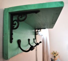 repisa perchero - Vintage y Reciclado - Casa - 614810 Decor, Diy Furniture, Wrought Iron Decor, Deco, Laundry Room Decor, Cheap Home Decor, Iron Decor, Living Decor, Woodworking Furniture
