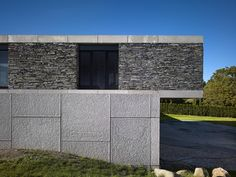 Side House Exterior Design With Cement And Stone Wall The Stunningly Mesmerizing Villa Řitka Designed by Studio Pha ~ Haybert Exterior Design, Interior And Exterior, Gabion Wall, Villa, Stone Masonry, Underground Homes, Facade House, Residential Architecture, Studio
