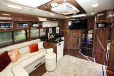 Providing luxury living for both horse and rider, these dream horseboxes are a must for an elegant equestrian lifestyle. Horse Box Conversion, Pink Lady, Horse Trailers, Horse Farms, Rv Parks, Luxury Living, Stables, Oakley, Equestrian