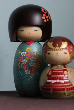 Hanatsumi (A bunch of flowers) & Shogun Kokeshi dolls Momiji Doll, Matryoshka Doll, Kokeshi Dolls, Maneki Neko, Barbie I, Bunch Of Flowers, Wooden Dolls, Japan Art, Japanese Culture