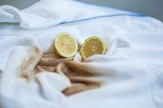 Biela bielizeň prichádza do módy čoraz viac a každý z nás si určite želá, aby aj po rokoch nosenia vyzerala rovnako, ako keď sme ju kupovali. Udržať bielizeň bielu však nie je práve najľahšie, a to o to viac, ak sa pri praní snažíme brať ohľad aj na životné prostredie. Ekologické pranie zaberie toti