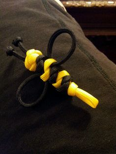 Paracord 550 bumblebee, not sure what to do with it but it was fun to make.