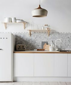 A Backsplash Of Hexagonal Carrara Marble From Australia S Di Lorenzo Tile Offsets The Minimalist Cabinetry In This Kitchen Styled By Jackie Brown Via
