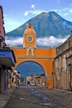 Spectacular view of the Volcan de Agua and the Santa Catalina convent arch in Antigua, Guatemala.