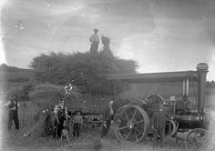 Image.ashx (700×493) Steam Tractor, Herefordshire, Steamers, Daguerreotype, Steam Engine, Vintage Photography, Farming, Tractors, Old Things