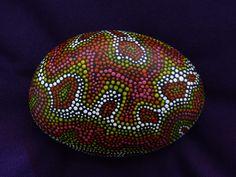 Aboriginal Dream, galet de plage peint en acrylique : Peintures par lumo34...Pretty dot painted design!!